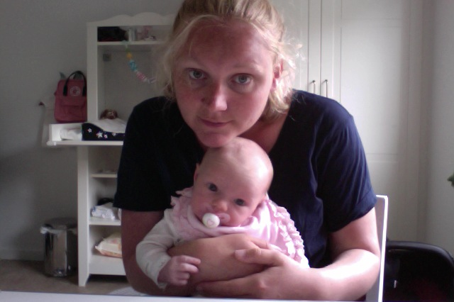 Flora och mamma i Photo Booth